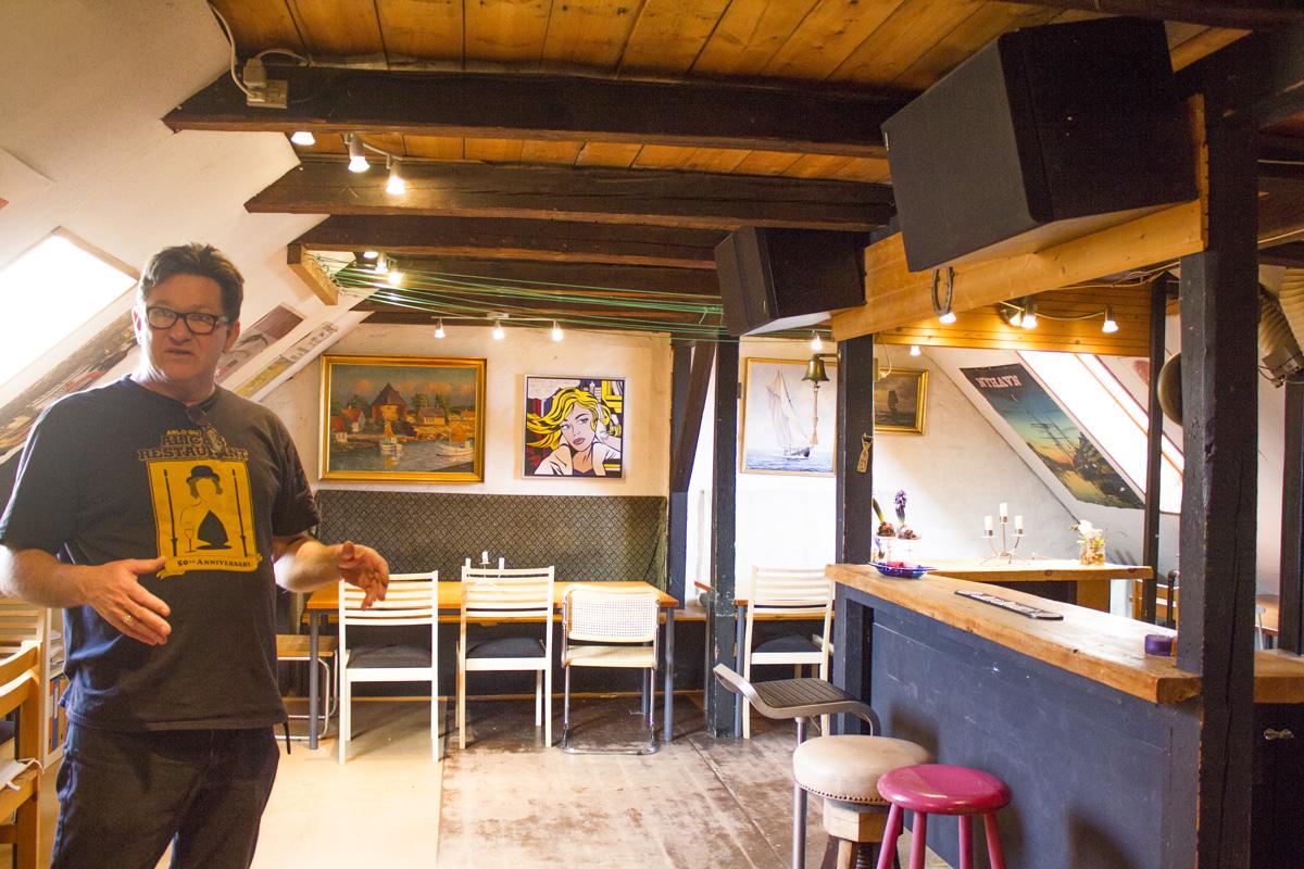 Tørreloftet er ikke til salg. Foreningen hygger sig i lokalet, der har huset Danmarks Kommunistiske parti.