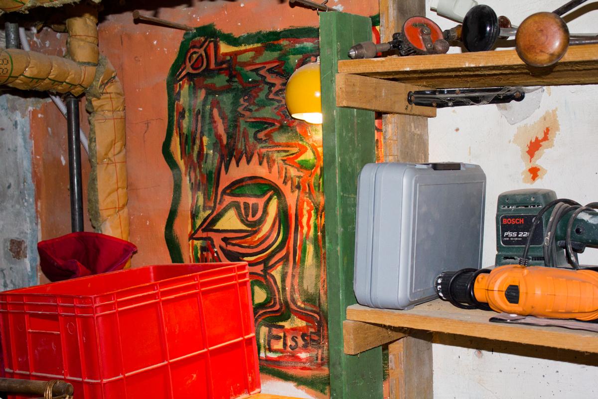 Jens Jørn Thorsen maleri i kælderen.